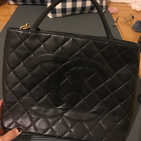 8c463ae7cb183c CHANEL Handbags - Chanel Medallion Tote